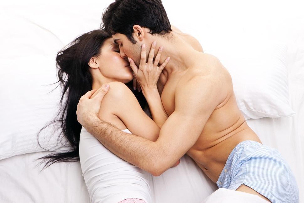 Картинки мужчина и женщина в кровати страсть в кровати
